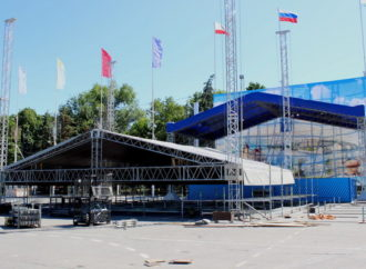 На Театральной площади Саратова монтируют сцену для «Розы ветров»