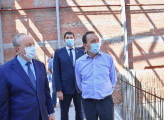 Губернатор Валерий Радаев проконтролировал ход строительства объектов в Саратове